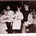 image 55292-09-1922-beshires-family-near-piney-grove-jpg